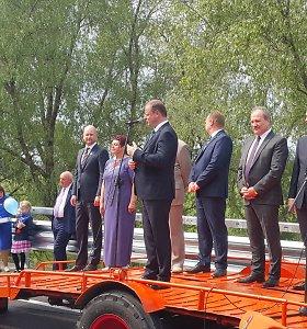 Pompastiškai atidarytos Rusnės estakados eismas apribotas – seniūnei tenka klausyti keiksmų