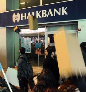 Didelis Turkijos bankas kaltinamas nepaisęs JAV sankcijų Iranui