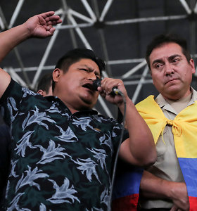 """Ekvadoro indėnų lyderis paragino """"radikalizuoti"""" protestus"""