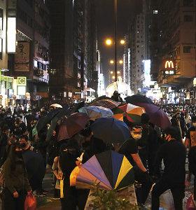 Honkongo lyderė: universiteto miestelyje esantys protestuotojai turi pasiduoti