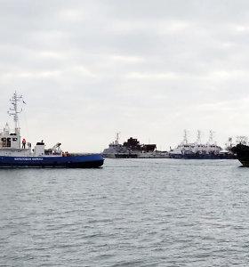 Rusija skelbia sugrąžinusi Ukrainai trisKerčės sąsiauryje sulaikytuslaivus