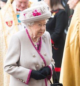 Karalienė Elizabeth II atsisako nešioti gyvūnų kailį: įkvėpė Meghan Markle pavyzdys?
