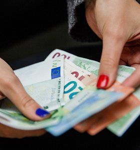 Teismai aiškinasi, kam priklauso 77 tūkst. eurų už laimėtą automobilį