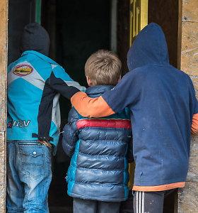 Fotografas renka paramą šeimai, kurioje vaikai svajoja apie galimybę šiltai nusiprausti