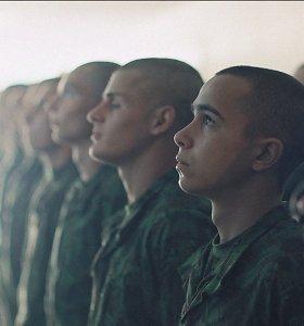 Kino teatruose pradedamas rodyti pasaulį sužavėjęs filmas apie Lietuvos šauktinius