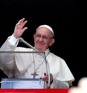 Laiške pasaulio katalikams popiežius Pranciškus pasmerkė lytinį išnaudojimą