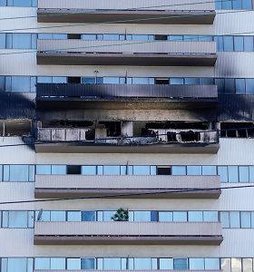 Gyventojai, gelbėdamiesi nuo gaisro Los Andželo daugiaaukštyje, šokinėjo pro langus