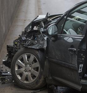 Skaitytojo galvosūkis dėl draudimo: kas būna pardavus automobilį arba jį vairuojant kitam žmogui