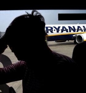 """""""Ryanair"""" keleiviui, grasinusiam visus išžudyti, uždrausta skraidyti šiomis oro linijomis"""