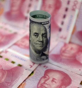 Padidėjus įtampai prekyboje, Kinijos juanio kursas smuko žemiausiai per 11 metų