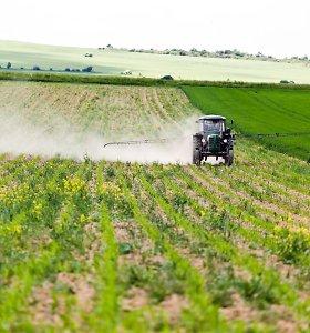 EK siūlo per dešimtmetį perpus sumažinti pesticidų naudojimą
