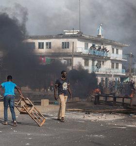 Benine per susirėmimus su protestuotojais kariuomenė panaudojo ginklus