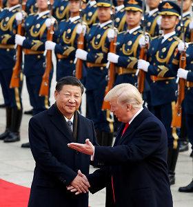 Donaldas Trumpas sako šiuo metu nelinkęs kalbėtis su Kinijos prezidentu Xi Jinpingu
