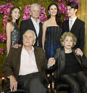 Holivudo legendos Kirko Douglaso 100 metų gimtadienio vakarėlis