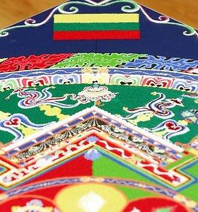 """Tibeto skvere pradedama montuoti """"Mandalos"""" kompozicija"""