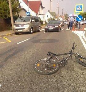 """Kupiškio rajone""""Lancia"""" automobilis partrenkė į kelią dviračiu išvažiavusį mažametį"""