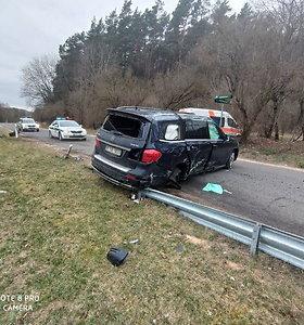"""Mercedes"" avarija sostinės Belmonto gatvėje"
