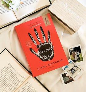 """Knygos recenzija. Naomi Alderman """"Galybė"""" – iškreiptas pasaulis ar ironizuota dabartis?"""