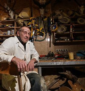Daugiau kaip 40 metų iškamšas gaminantys Vasilijus ir Viktoras: šios profesijos nemoko niekas