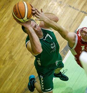 Pirmadienio popietę Seimo nariai leido Kaune žaisdami krepšinį