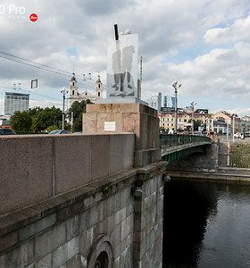 "Ant Žaliojo tilto iškilo meno instaliacija ""Šeima"""