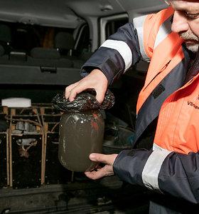 Vilniuje surastas šulinys su plastiku užterštomis nuotekomis