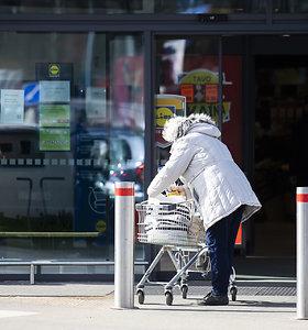 Žmonės parduotuvėse lankosi rečiau, bet perka daugiau ir atsisako nebūtinų prekių