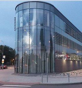 Stiklas įsigali naujų pastatų architektūroje ir stebina savo savybėmis