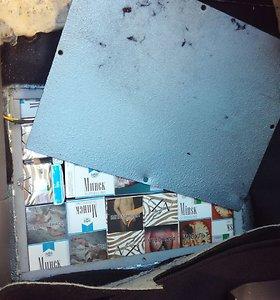 Kontrabandines cigaretes maskavo šakočiais: suktybę išdavė durelių varžtai