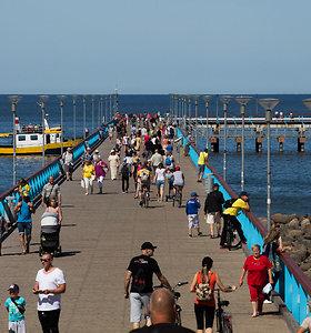 Palangos svečiai mėgaujasi ne tik jūra: aktyviai dalyvauja ekskursijose po kurortą