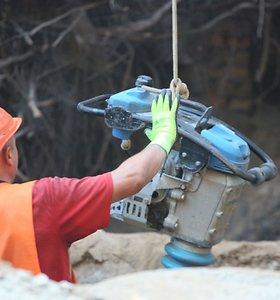Statybų įmonės darbuotojai atlyginimus atgavo tik padedant antstolei