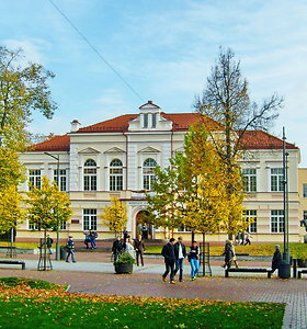 Gimnazija, kurios moksleiviams teko ginti savo teisę į mokslą: ką mena jos sienos