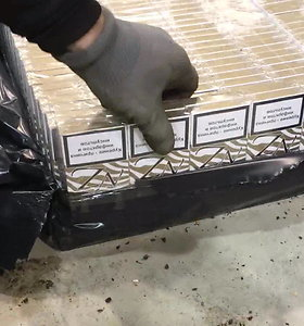 Muitininkai traukinyje iš Baltarusijos aptiko 100 tūkst. pakelių cigarečių kontrabandą