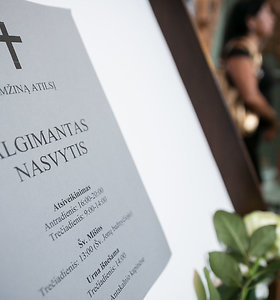 Atsisveikinimas su architektu Algimantu Nasvyčiu