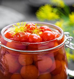 Pomidorus – į stiklainius: ekspertė pataria, kaip derlių užkonservuoti žiemai