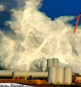 """Užfiksuota, kaip sprogo pirmasis visavertis """"SpaceX"""" tarpplanetinio erdvėlaivio prototipas"""