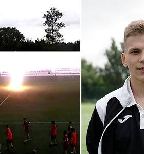Užfiksuota, kaip Rusijoje jauną futbolininką nutrenkė žaibas – netrukus jis sugrįžo į aikštę