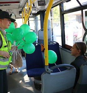 Kauno pareigūnai sveikino gyventojus, pasirinkusius kelionę ne automobiliu