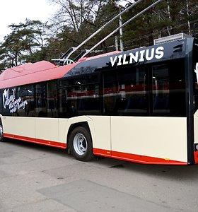Vilniaus centre susidūrė du vienodi troleibusai: vairuotojai susikibo, kuris kaltesnis