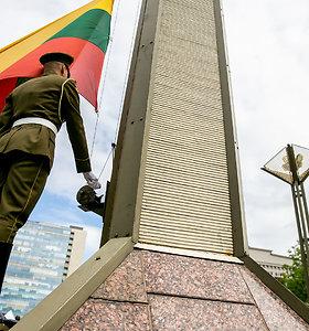 Vėliavų pakėlimas pažymint Lietuvos 15 metų narystės Europos Sąjungoje sukaktį ir Europos dieną
