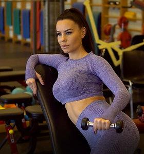 Sportuojame su Indre Burlinskaite: treniruotė rankoms ir pečiams