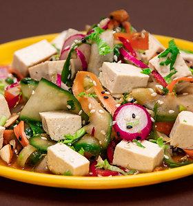 Azijietiškos salotos su tofu sūriu