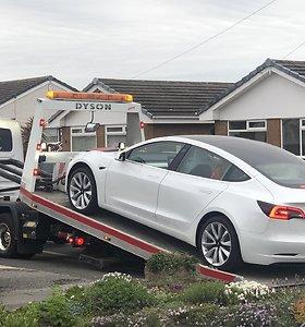 "Sugedęs ""Tesla Model 3"" automobilis"
