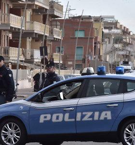 """Italijoje demaskuotos dvi """"kaulų laužytojų"""" grupuotės"""