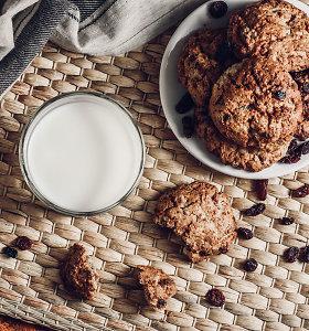 Kepame sausainius su riešutais, sėklomis, džiovintomis gėrybėmis: 12 receptų