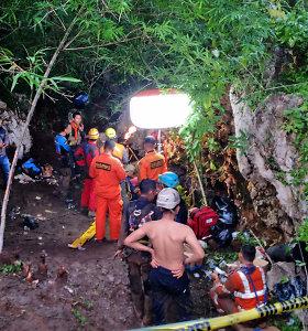 Indonezijoje užtvindytame urve rasti negyvi trys studentai