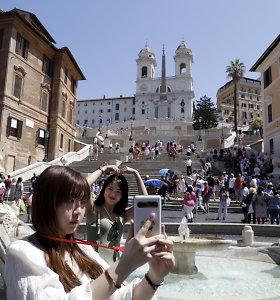 Romoje nesėskite ant žymiųjų laiptų – bus dalinamos baudos iki 400 Eur