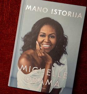 """Knygos recenzija. Pasaulį pakerėjusi Michelle Obamos """"Mano istorija"""""""
