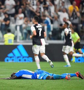 Italijos futbolo titanų mūšyje – septyni taiklūs smūgiai ir lemiamas įvartis į savo vartus