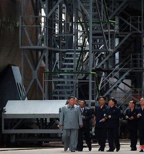 Šiaurės Korėjos lyderis apžiūrėjo naują povandeninį laivą